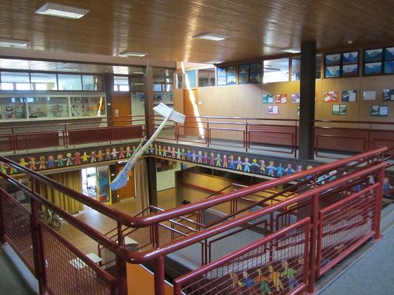Schulhaus-innen01 Treppenhaus 560px