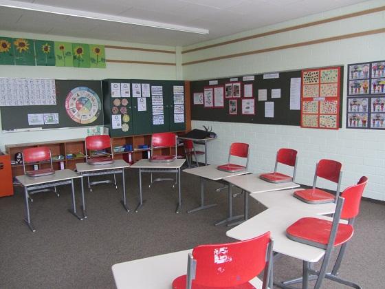 Schulhaus innen03 Klassenzimmer01 - 560px