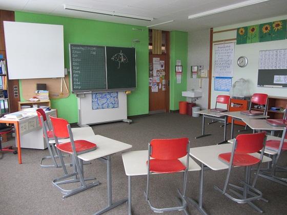 Schulhaus innen04 Klassenzimmer02 - 560px